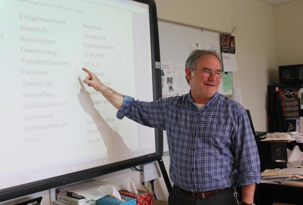 Retiring+teacher%2C+Mr.+Wilson+Harris.+