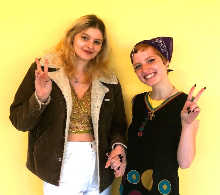 Feeling+Groovy%3A+Juniors+Luceanna+Fortunato+and+Rhiann+Ashmore+are+getting+in+touch+with+their+inner-lava+lamps+and+spearheading+the+70s+retro+revival+at+North+Atlanta.+