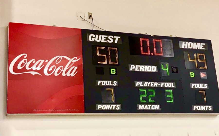 Leader+Board%3A+North+Atlanta+students+holds+their+breath+as+they+stare+at+the+scoreboard+featuring+the+winnings+and+losses+of+the+teams%2C+eventually+ending+with+a+North+Atlanta+victory.