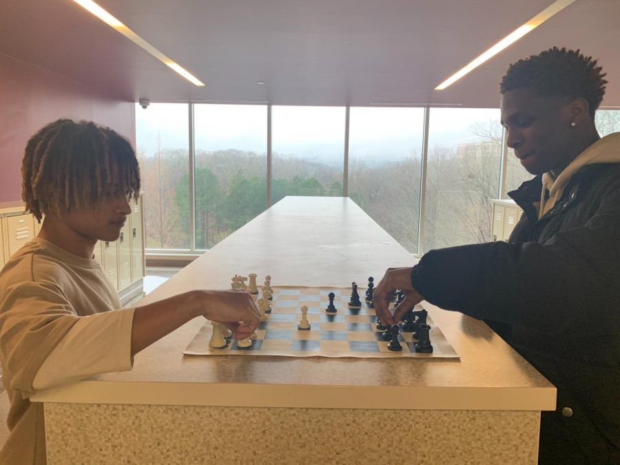 Checkmate%3A+James+Williams+%289th%29+Jaden+Cotton+%2812th%29+play+chess+in+the+hallways