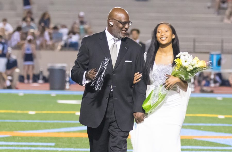 Miss+North+Atlanta+2017+Kaylan+Johnson+was+escorted+at+halftime+by+her+godfather+Charles+Wright.%0A