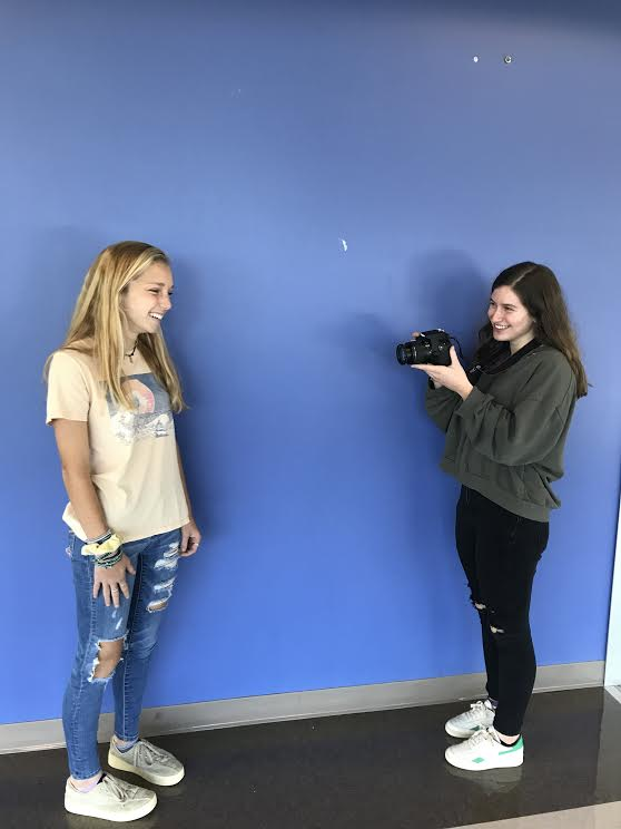 Photo+Phenomenons%3A+Juniors+Katherine+Mcwhirter+and+Zoey+Glickman+take+photos+for+their+new+class