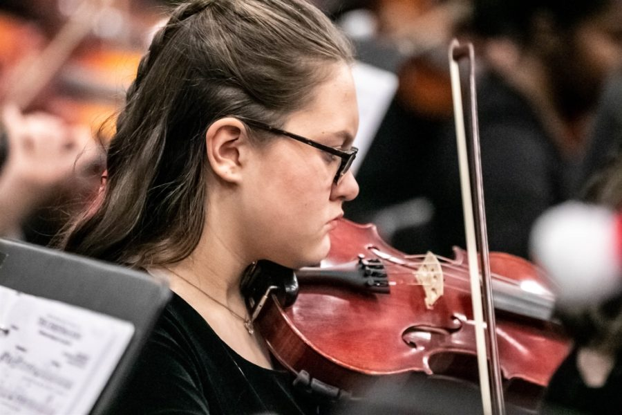String+Thing%3A+Sophomore+violinist+Sydney+Heaton+makes+music+along+with+her+colleagues+as+a+member+of+the+North+Atlanta+Orchestra.+Cady+Studios++