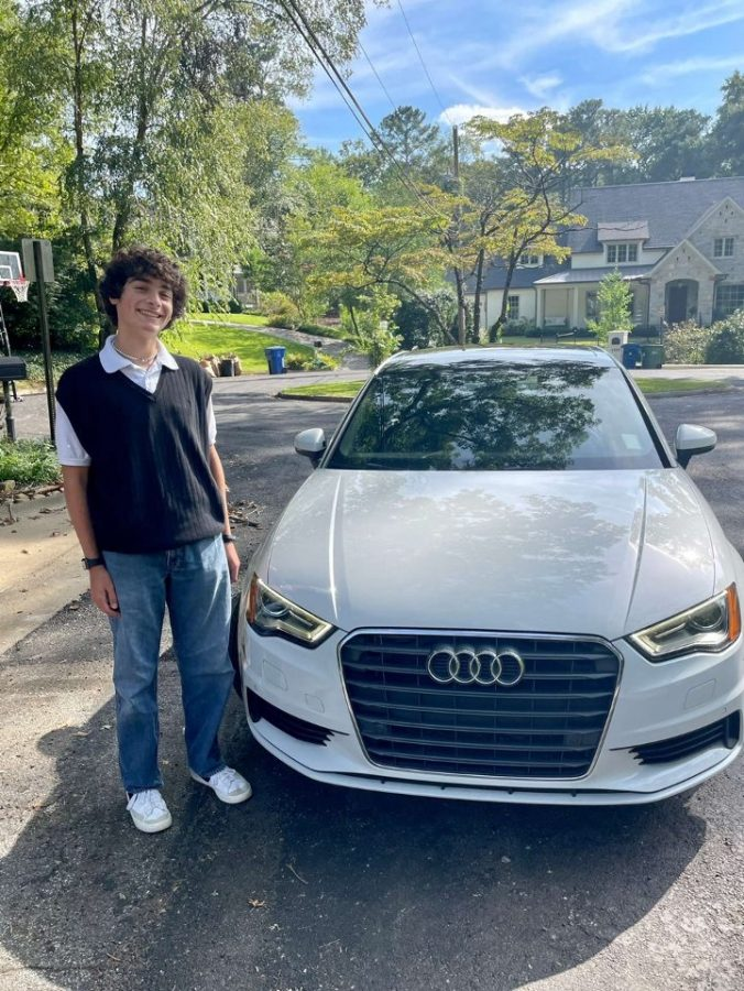 Getting+the+Green+Light%3A+Dubs%2C+particularly+sophomores%2C+prepare+to+pass+their+drivers+test+and+finally+earn+that+sense+of+freedom.+Sophomore+Luke+McCullough+is+among+these+Dubs+and+is+ready+for+driving+solo.+